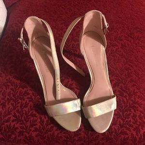 Gorgeous gold heels like brand new!